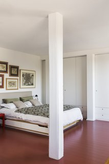 He achieved this by using masonite for both the walls of the master bedroom, as well as the widest wall in the kitchen.