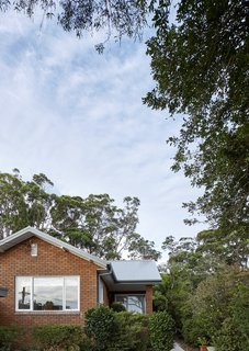 The site is located within the Australian bushland of Willoughby Council's Griffin Heritage Conservation Area, which added another level of complexity to the approvals process and design.