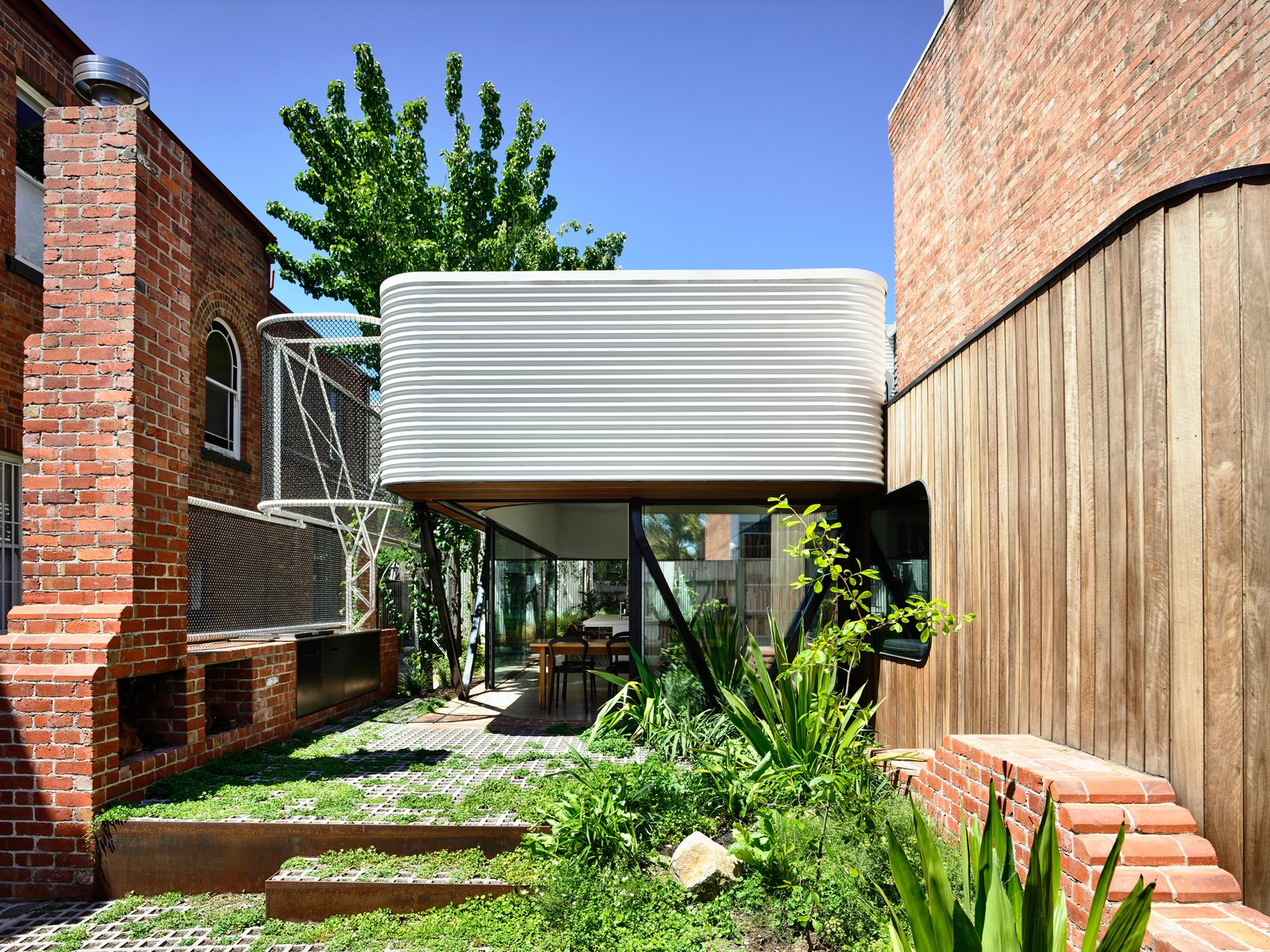 An Inventive Melbourne Remodel Greets the Street With a New Garden