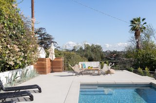 In homage to the traditions of Richard Neutra and Gregory Ain who built extensively in the area, the form of the 2,600-square-foot house, which includes an outdoor pool, emerged from the concept of building incrementally upward in steps along the slope.
