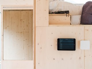 On the wall below the bed is a dashboard that enables wireless control of the living room. This dashboard has a smart mirror with face and gesture recognition, intelligent heating control by Tado°, and is paired with the Sonos sound system, Phillips Hue Lighting system, Amazon Echo system, and the house's Kiwi.ki smart lock system.