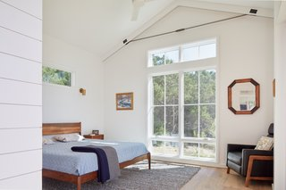 Californian furniture maker Pete Deeble created the bed and nightstands.