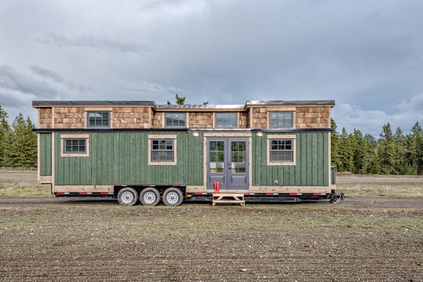 This Canadian Tiny Home Beams a Rustic, West Coast Vibe