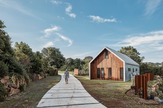 Twin Barns in Byron Bay, New South Wales takes its form from agriculture.