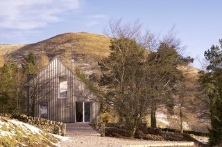 A Modern Cottage Brings Scandinavian Style to the Hills of Scotland