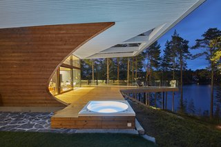 Polar Life Haus manufactures individually designed wooden homes and log homes. The company focuses on environmentally friendly building materials and the well-being of people and nature.