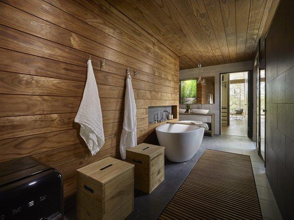 Wave House bathroom