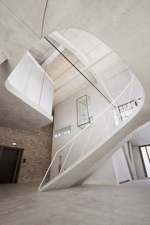 A glass-encased shower block cantilevers 16 feet above the main level.