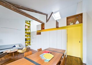 A PI03 dining table by Roderick Fry and GA dining chairs by Hans Belmann outfit the space.