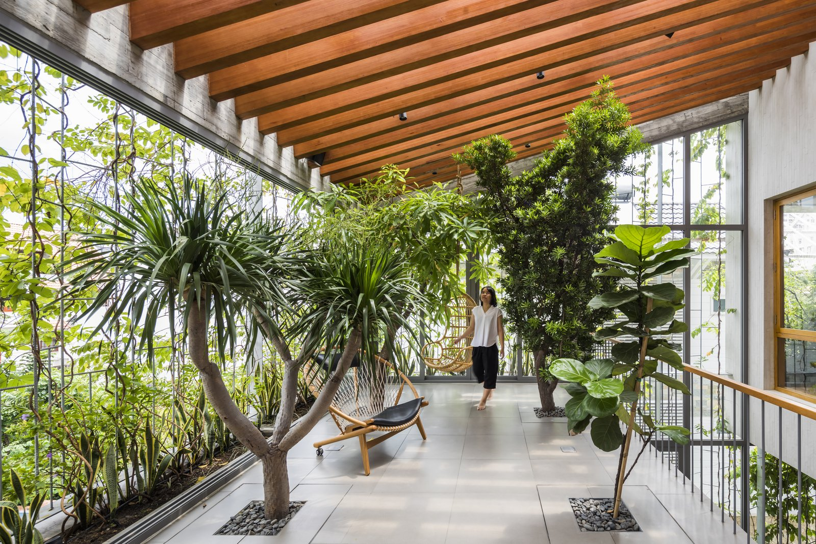 Life in This Verdant Home in Vietnam Is a Walk in the Park