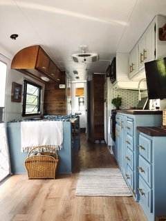A 1986 Fleetwood Trailer Gets A Cozy Colorful Diy