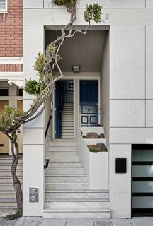 Top 4 Homes of the Week That Welcome You With Sleek Entryways - Photo 2 of 4 -