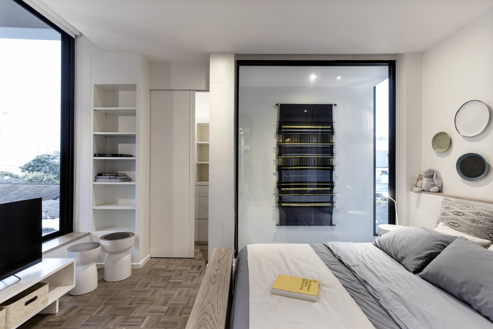 Bedroom, Bed, Wardrobe, Bench, Bookcase, Ceiling Lighting, and Light Hardwood Floor  Huamark 09