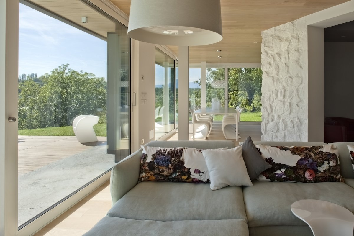 living room, Sofa Moroso, Lamp Foscarini Twiggy  Photo 5 of 6 in Villa on the hills near Udine   iarchitects