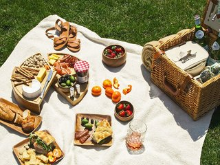 This picnic basket contains all the essentials for a perfect outdoor meal; Source: Zola