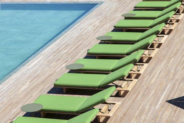 Photo 12 of 12 in A Modern Lake Como Retreat Designed by Patricia Urquiola