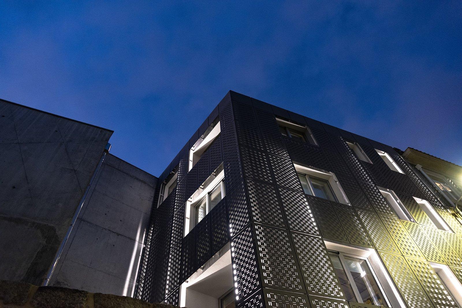 Exterior, House Building Type, and Apartment Building Type  Alferes Malheiro Building