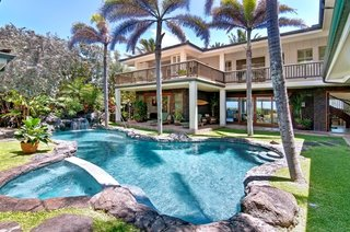 10 Dream Modern Home Rentals In Hawaii - Photo 3 of 10 - At $3,400 per night, The Palm Beach House is a spacious 6 bedroom, 6 bath luxury estate placed right on Kailua Beach. Enjoy the gorgeous central lava rock pool and tropical courtyard or step from the yard onto the sands of world famous Kailua Beach.