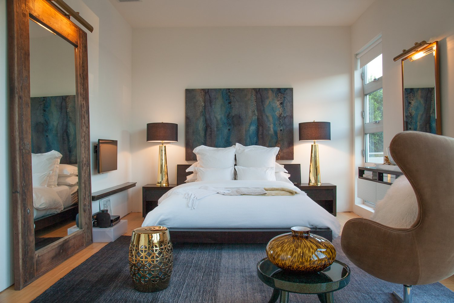 Bedroom, Bed, Chair, and Accent Lighting  leeMundwiler architects, FAIA :: Cantilever House