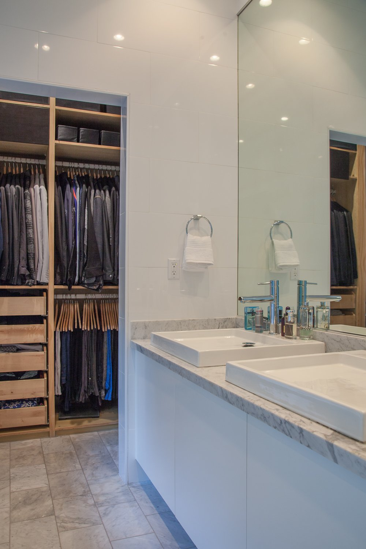 Bath Room and Marble Counter  leeMundwiler architects, FAIA :: Cantilever House