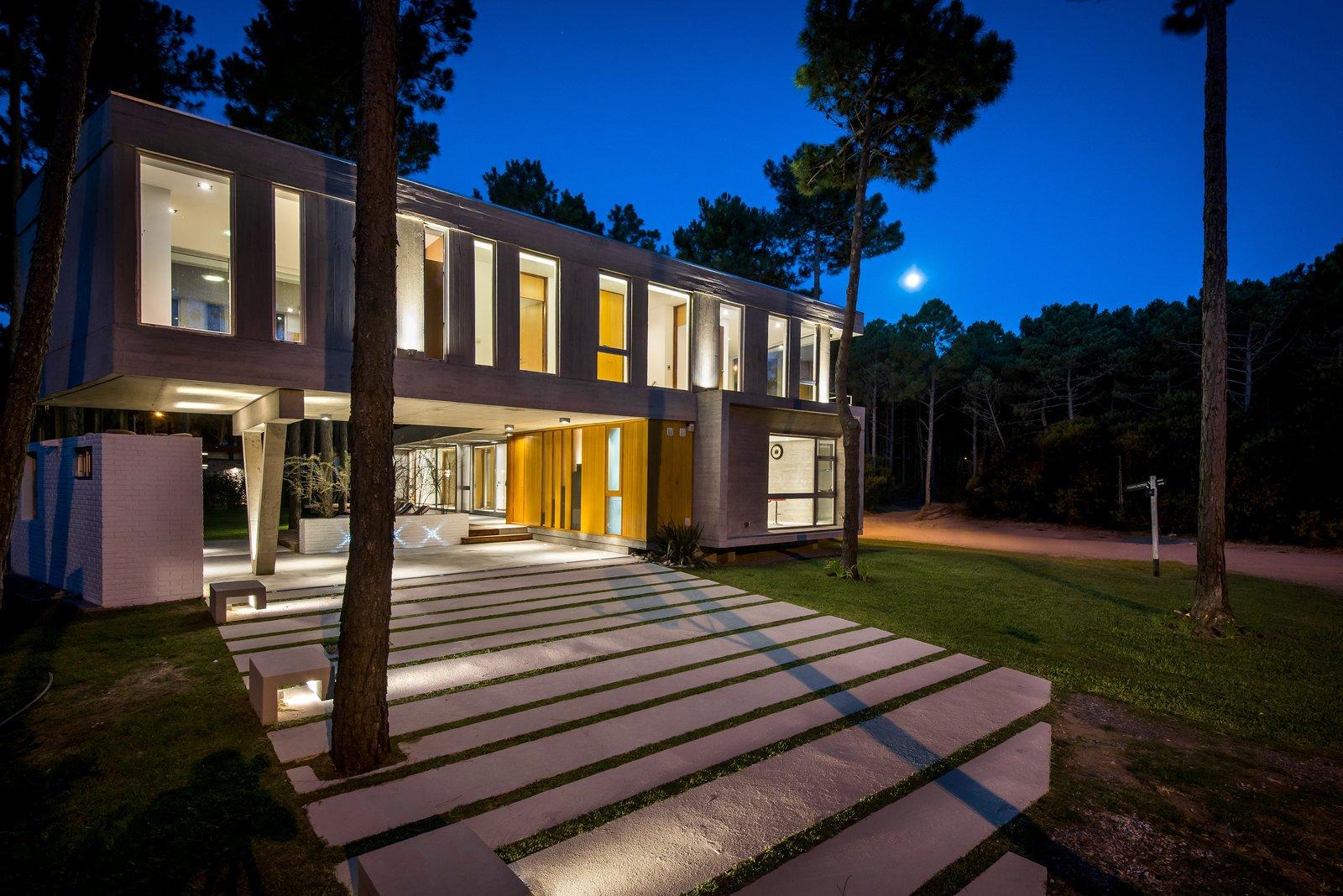 Outdoor, Front Yard, and Trees  Casa Batin by Estudio Galera