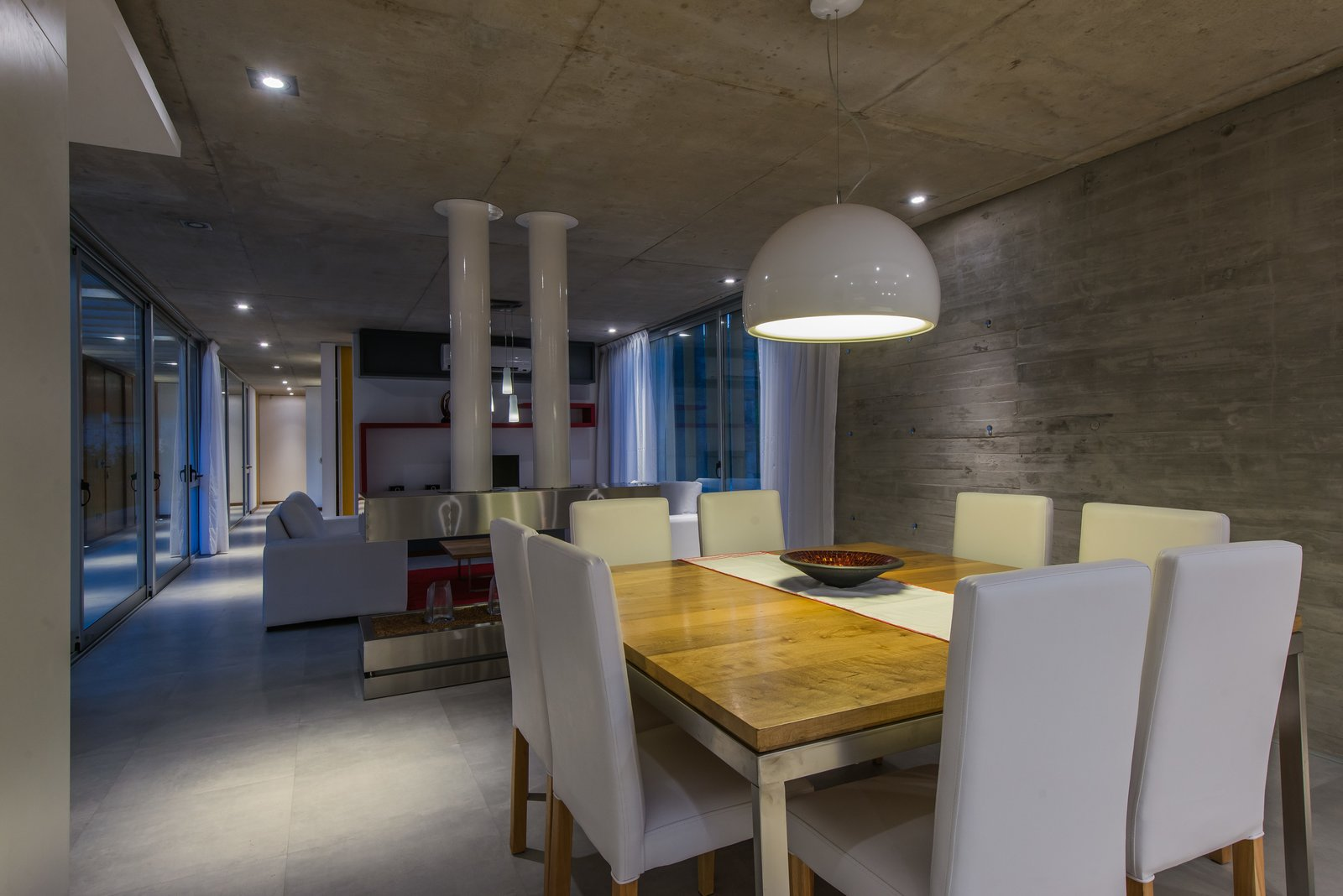 Dining Room, Chair, Ceiling Lighting, Table Lighting, Porcelain Tile Floor, Table, and Standard Layout Fireplace  Casa Batin by Estudio Galera