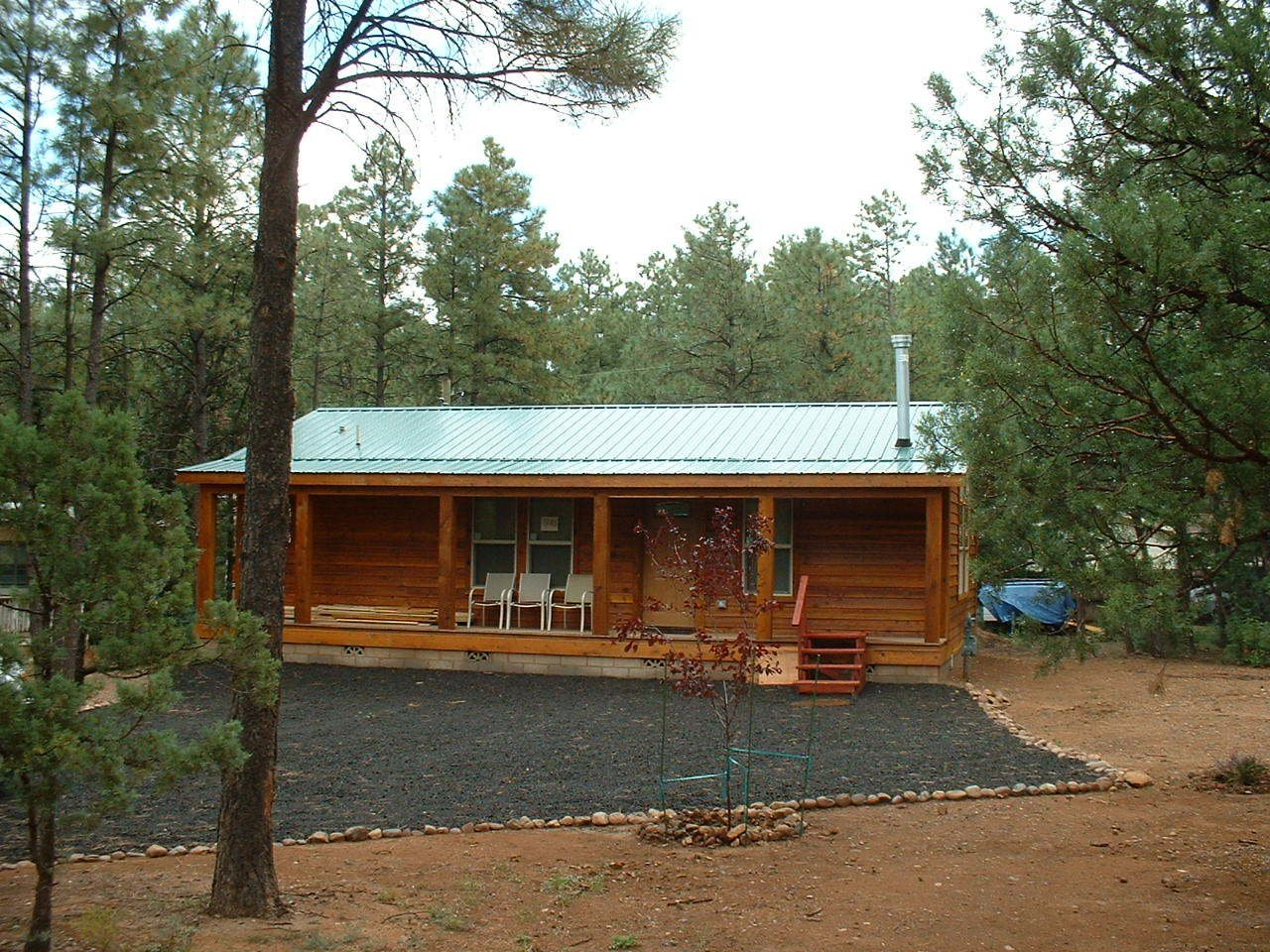 With more than 25 years of experience in a range of homes including modular, mobile, and manufactured residences, Fairbrook Homes is based in Chandler, Arizona and Chino Valley, Arizona. They offer a range of designs and styles, including more rustic cabins.