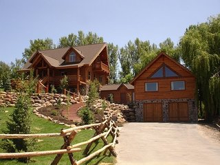 Arizona Log Homes offers 21 different prefabricated log home models that can be customized to meet specific needs and desires. Servicing several areas throughout Arizona, this firm has developed a log home product that uses a prefabricated, factory-built process to construct homes ranging from 750 square feet to 6,000 square feet.