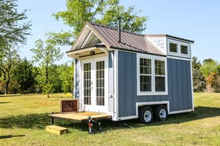 Established more than 30 years ago, Free Range Tiny Homes offers completed models of tiny homes and offices for sale. Their 325-square-foot Skyline home won Best of Show at the 2016 Florida Tiny House Festival, and their homes typically are either 16' long or 24' long.