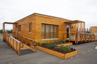 With offices in both Massachusetts and Vermont, Huntington Homes specializes in modular homes in a variety of styles. From their factory in Vermont, the company ships across the country while maintaining a regional office in Greenfield, Massachusetts. Because of their modular building process and their eco-friendly designs, their homes are 45-percent more efficient than a Code built home, and 30-percent more efficient than an ENERGY STAR home. They offer three different packages for clients for a range of services, including options where they manufacture, deliver, and set the modules onto your foundation. This includes a finished shingled roof. Your local contractor takes over the final finish work.