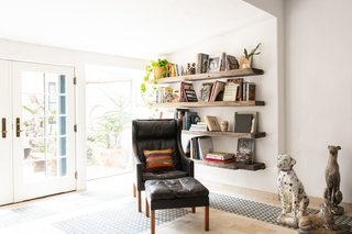 The room also benefits from great natural lighting and easy access to the outdoors.