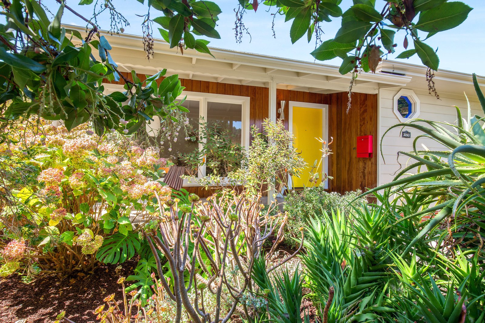 A Midcentury Charmer in the Bay Area Is Listed at $749K
