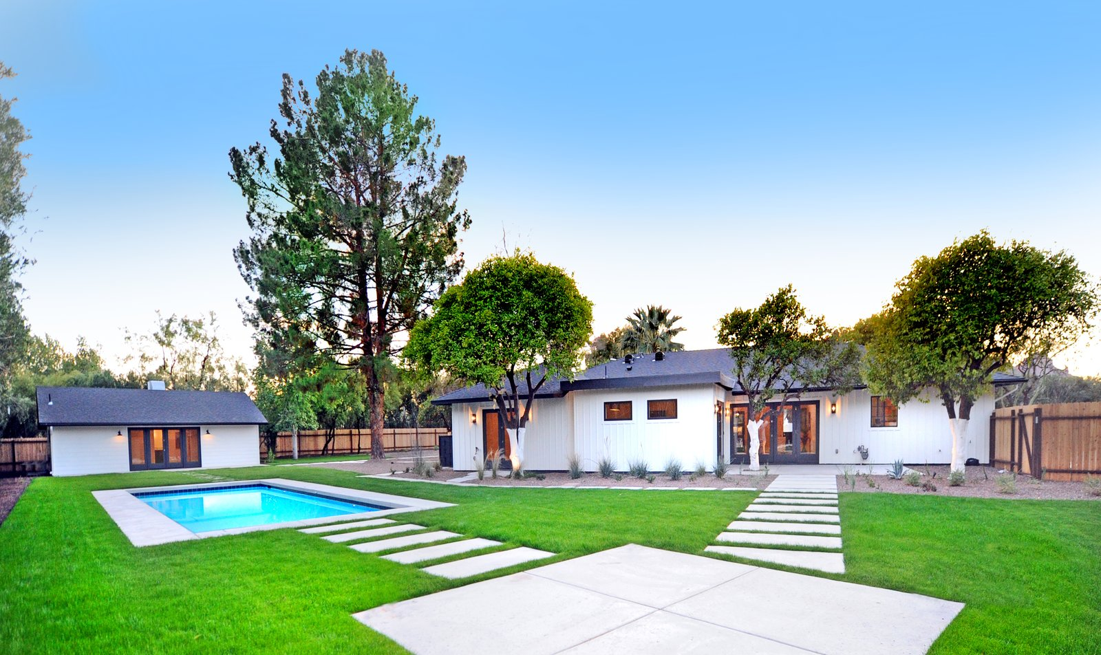 Photo 9 of 12 in 11 Modern Ranch-Style Homes from Quail ...