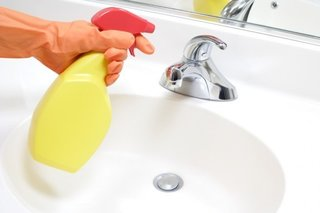 Cleaning the Bathroom: 6 Things You Should Do Every Day