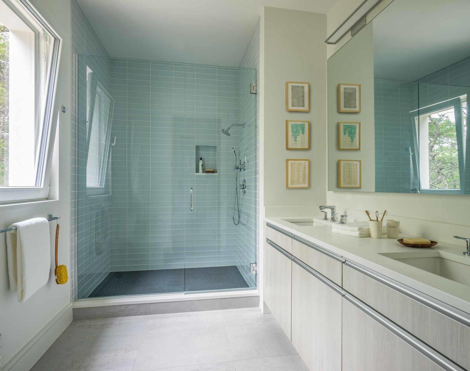 Bath, Engineered Quartz, Undermount, Ceramic Tile, Glass Tile, and Full  Best Bath Undermount Full Engineered Quartz Photos from Wellfleet Modern