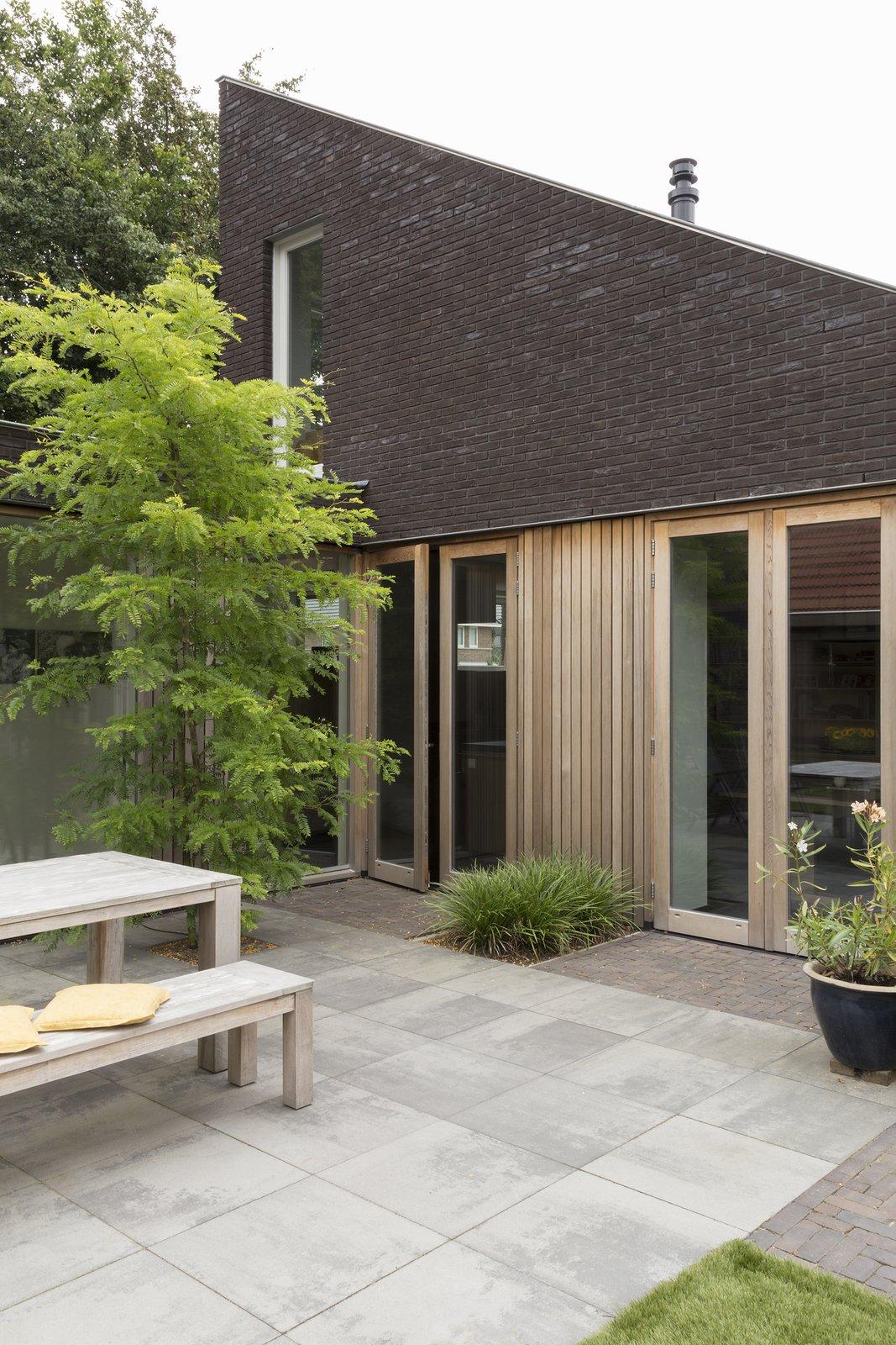 back yard  House Vlijmen by Jan Couwenberg