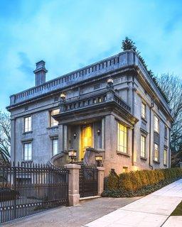 Duchess Mansion, Exterior