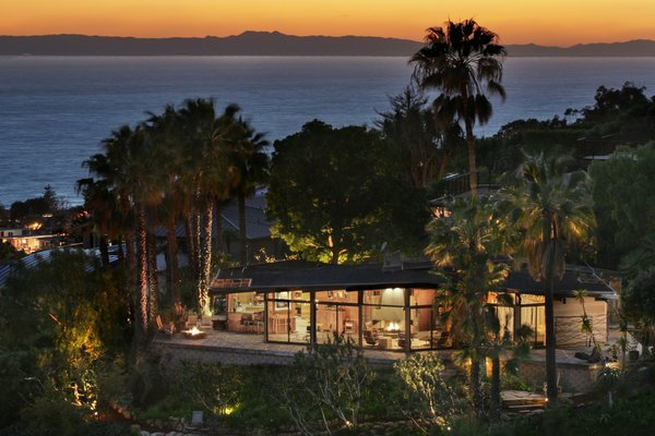 A 1974 Masterpiece Is Put on the Market by a Family Friend of the Late Julius Shulman - Photo 2 of 12 -