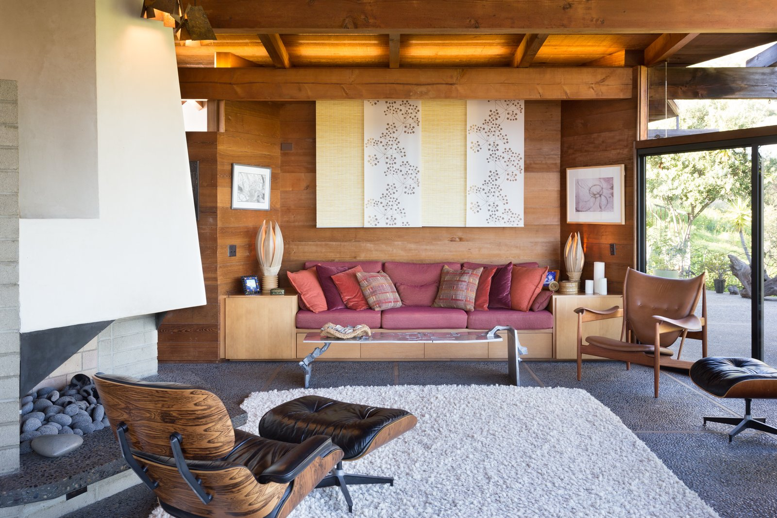 Living Room, Wood Burning Fireplace, Bench, Chair, Coffee Tables, and Concrete Floor  Photo 9 of 13 in A 1974 Masterpiece Is Put on the Market by a Family Friend of the Late Julius Shulman