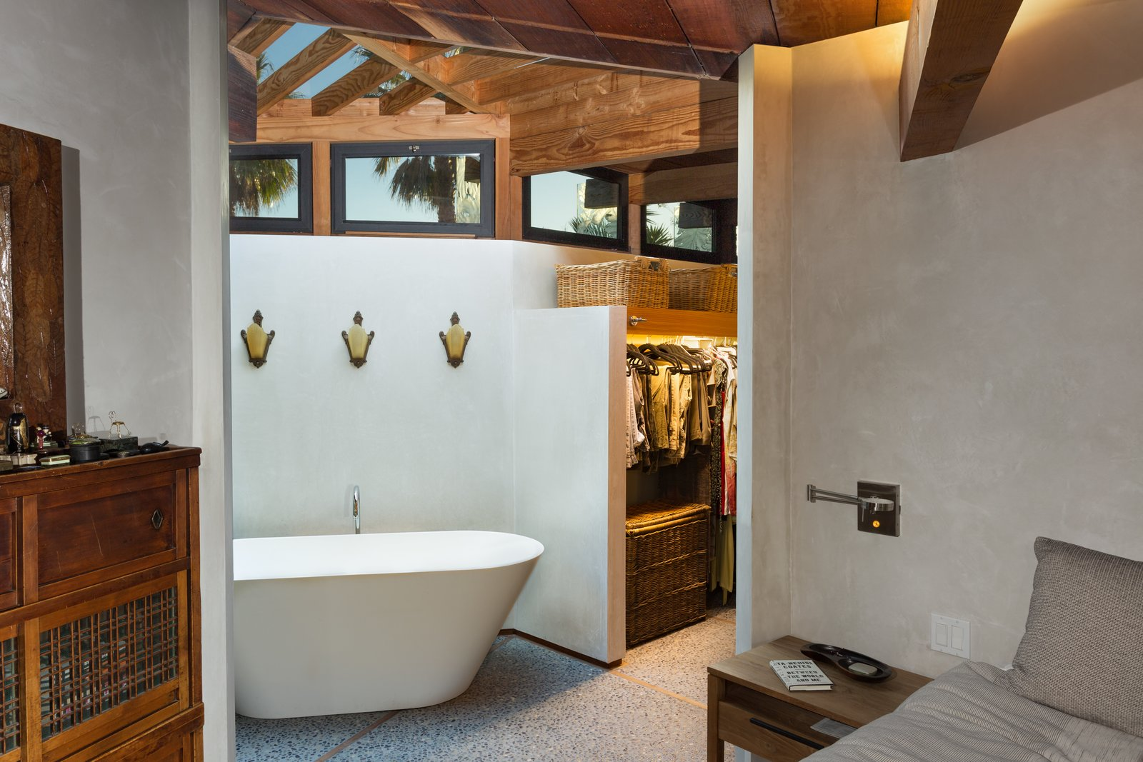 Bath Room, Freestanding Tub, and Concrete Floor  Photo 10 of 13 in A 1974 Masterpiece Is Put on the Market by a Family Friend of the Late Julius Shulman