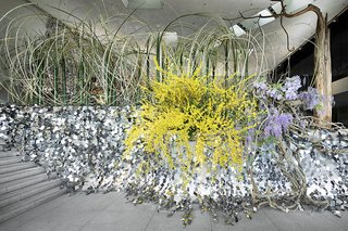 At a Japanese Flower Art School, Nendo Drapes an Ivy of Mirrors Over a Stone Garden by Isamu Noguchi - Photo 5 of 9 -