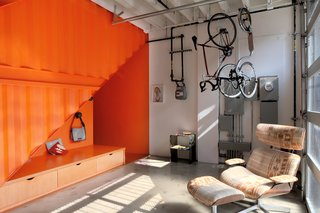 A Brooklyn Carriage House Is Revamped With a Penthouse Made From Shipping Containers - Photo 6 of 11 -
