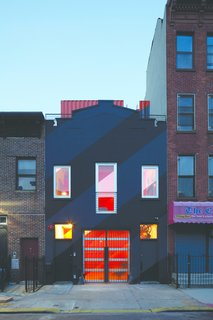 A Brooklyn Carriage House Is Revamped With a Penthouse Made From Shipping Containers - Photo 11 of 11 -