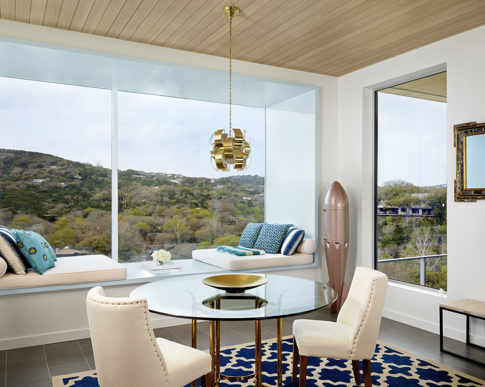 Dining room  Lakeshore Residence by Texas Construction Company