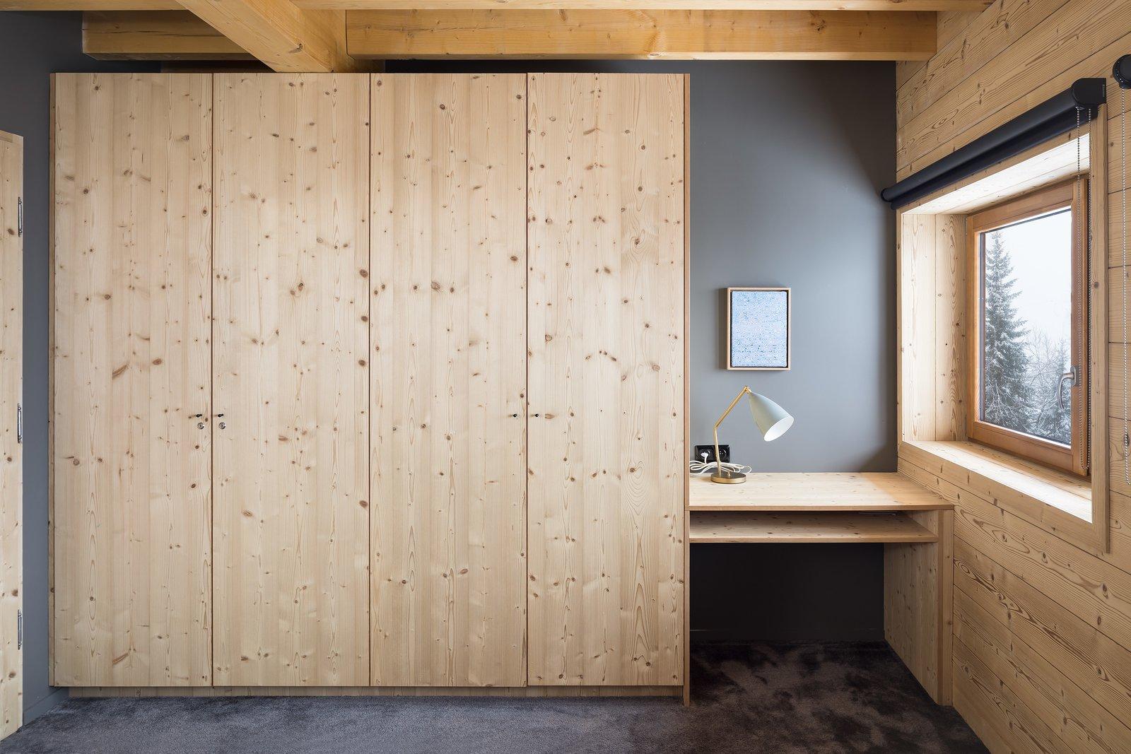 Bedroom, Wardrobe, Table Lighting, and Carpet Floor  Mountain House