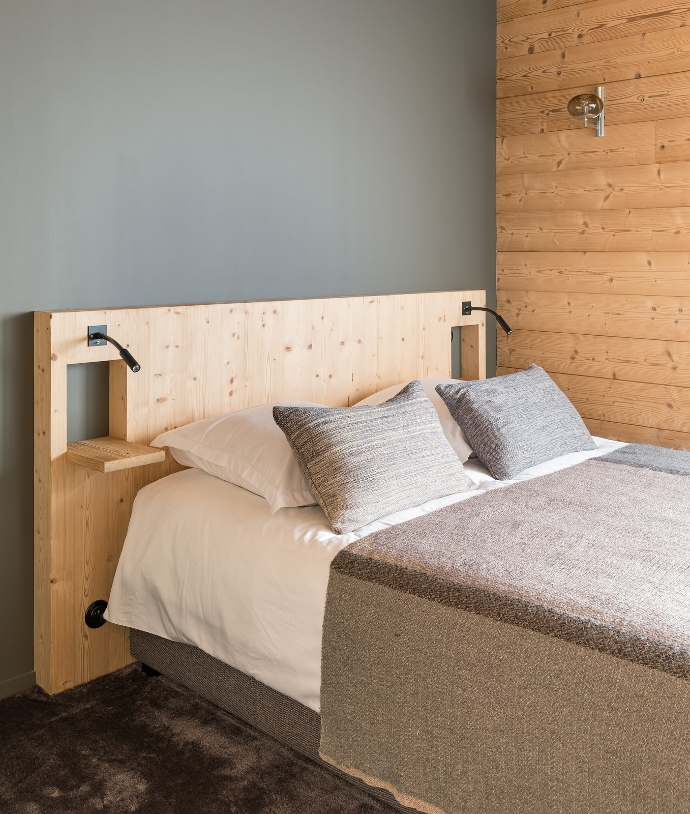 Bedroom, Wall Lighting, Bed, and Carpet Floor  Mountain House