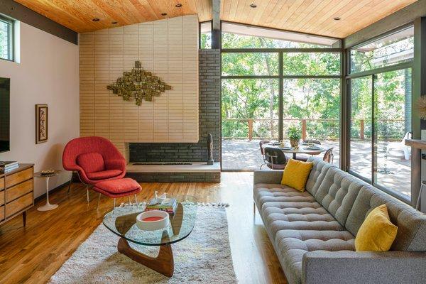 871 Living Room Light Hardwood Floors Design Photos And Ideas