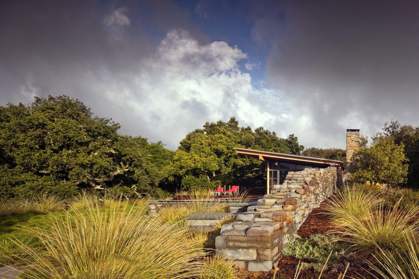 Outdoor, Stone Fences, Wall, Trees, and Shrubs  Halls Ridge Knoll by Bohlin Cywinski Jackson