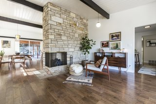 A Renovated Midcentury Home in L.A. With Timeless Details Asks $1.3M - Photo 5 of 14 -
