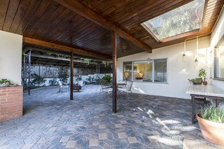 A Renovated Midcentury Home in L.A. With Timeless Details Asks $1.3M - Photo 9 of 14 -